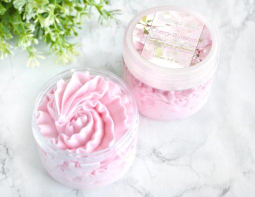 Rosa body butter med kirsebær duft