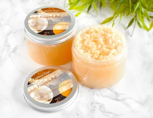 Oransje sukkerskrubb med gresskarpai duft