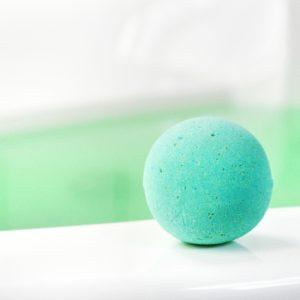 Grønn badebombe med sukkulent duft