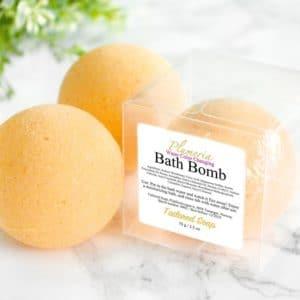 Oransje badebombe med duft av plumeria