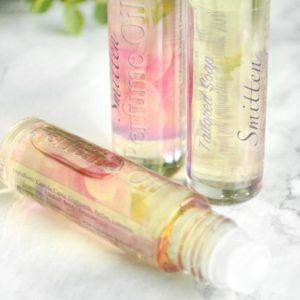 Rosa parfyme med nyforelsket duft