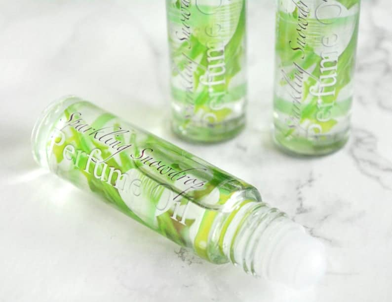 Grønn parfyme med duft av snøklokker