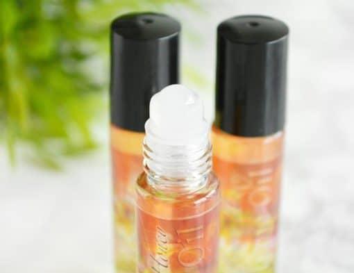 Oransje parfyme med duft av villblomster og honning