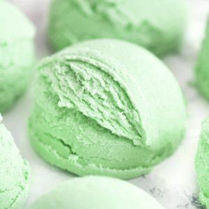 Grønn boblebadtrøffel med duft av bonsaitre