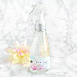 Rosa romspray med duft av oase i blomstring