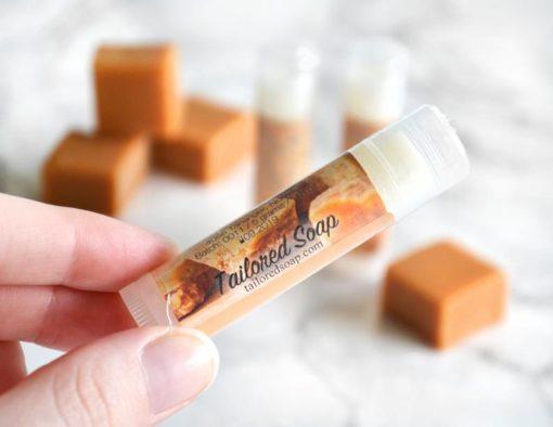Brun leppepomade med karamell smak