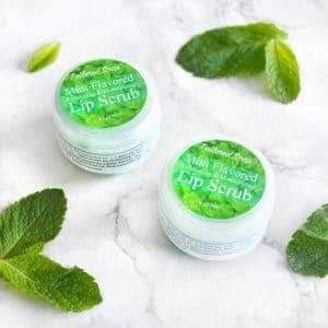 Grønn leppeskubb med mynte smak