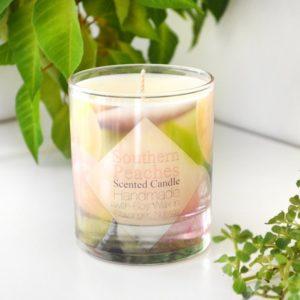 Rosa og grønt duftlys med duft av fersken