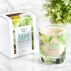 Grønt duftlys med duft av mintsjokolade