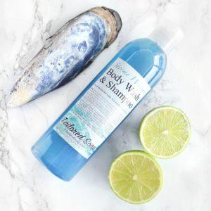 Blå dusjsåpe og shampo med havstorm duft