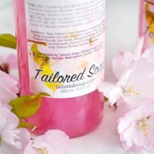 Rosa dusjsåpe og shampo med kirsebær duft