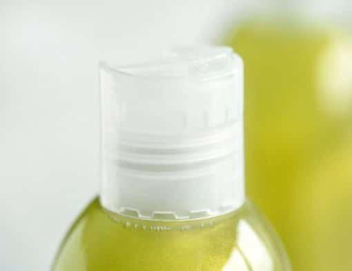 Grønn dusjsåpe og shampo med duft av tobakk og laurbærblad
