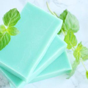 Grønn kaldprosess såpe med duft av mynte