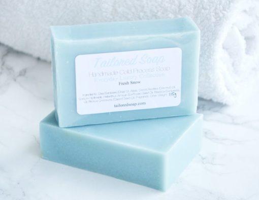 Blå kaldprosess såpe med duft av nysnø