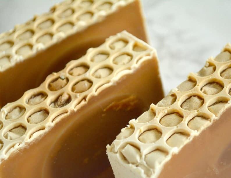 Naturlig såpe laget med honning