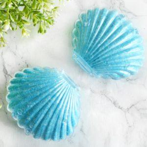 Blå Bombshell badebombe med skjelldesign
