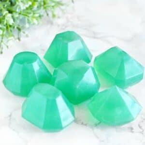 Fødselssteininspirert såpe for mai designet som smaragd