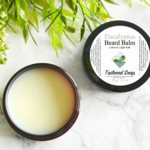 Skjeggpomade med eterisk olje med duft av eukalyptus